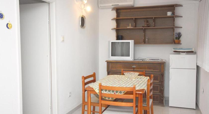 Apartment Maslinica 5216a
