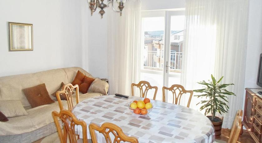 Three-Bedroom Apartment with Terrace and Sea View Apartment Makarska 6844d