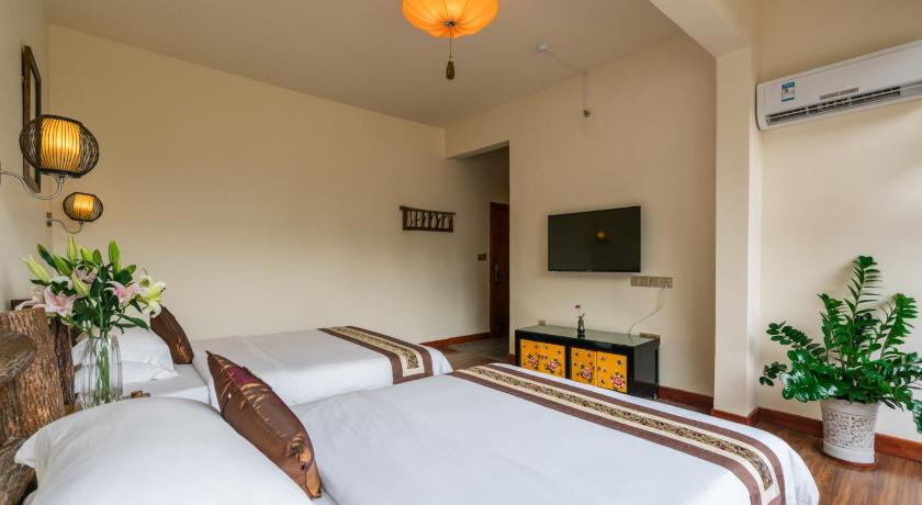 Twin Room with Balcony - Guestroom Yulong Riverside Boutique Yangshuo