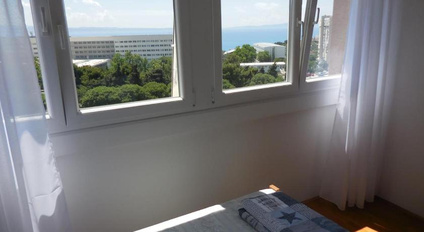 Two-Bedroom Apartment with Balcony and Sea View Apartment Split 11692a