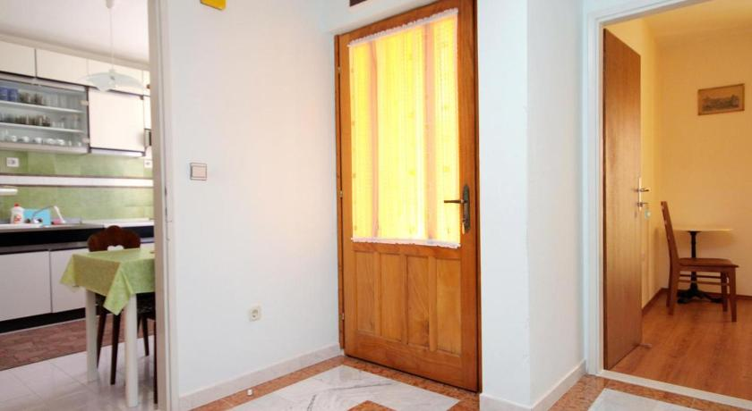 Apartment Supetar 5612a