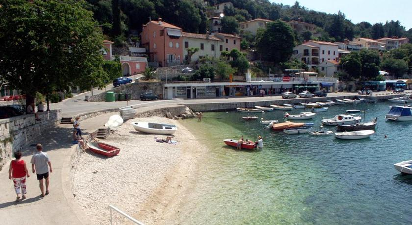 Beach Apartment Rabac 12100a