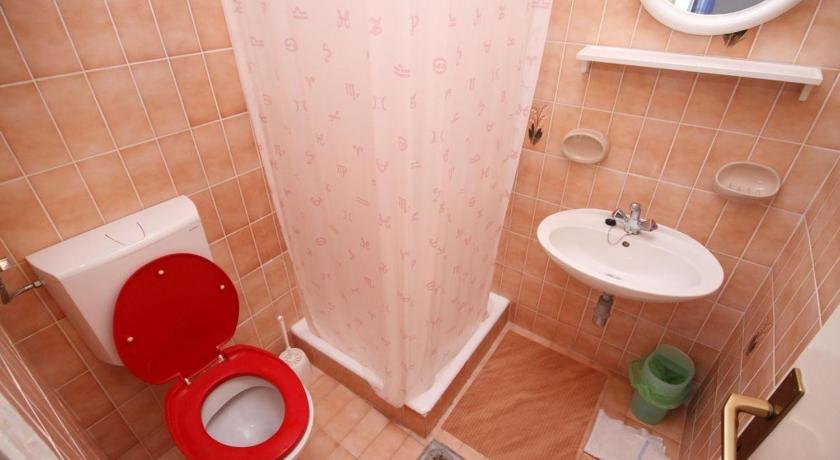 Double Room with Balcony and Sea View - Bathroom Double Room Tucepi 5263b