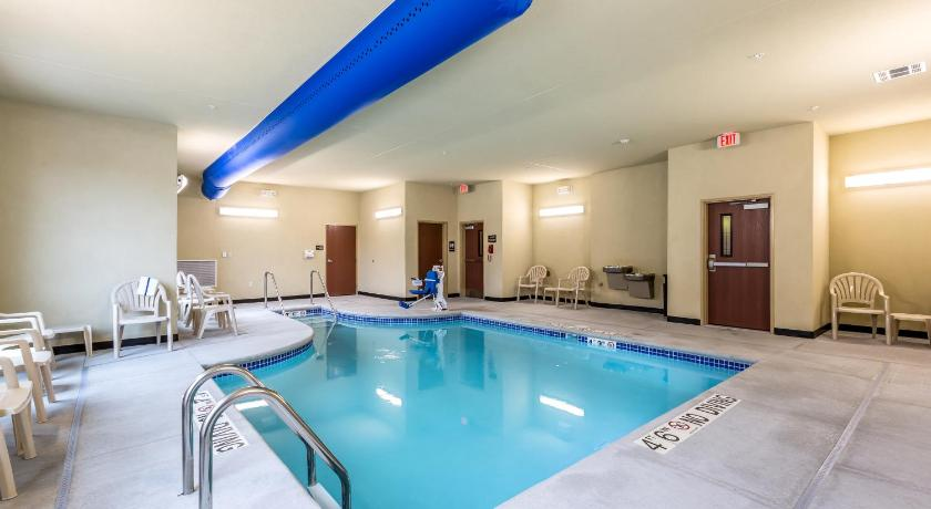 Swimming pool Cobblestone Hotel & Suites - Stevens Point
