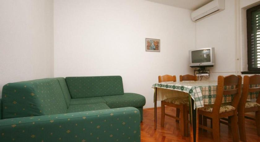 See all 24 photos Apartment Turanj 6445b
