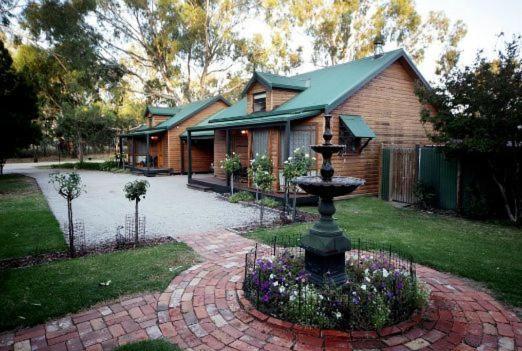 Cottages on Edward Deniliquin