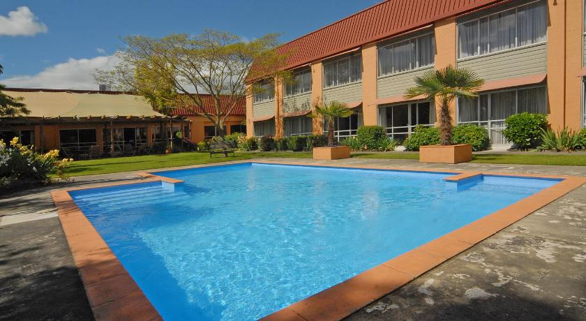 Swimming pool Angus Hotel