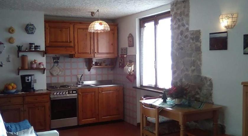 ... Delizioso Monolocale In Montagna Strada Del Roccolo 2 Palazzina A 1  Piano Folgarida ...
