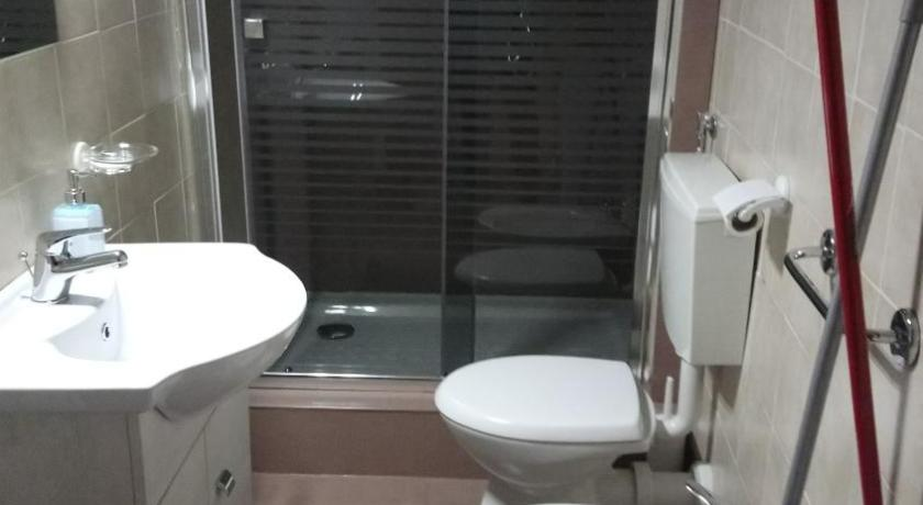 One-Bedroom Apartment (4 Adults) - Bathroom Al Carotin