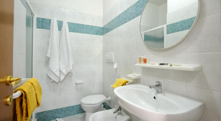 One-Bedroom Apartment - Bathroom Baia Degli Aranci Camping Village