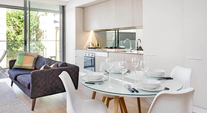 Darlinghurst Fully Self Contained Modern 1 Bed Apartment (103FAR)