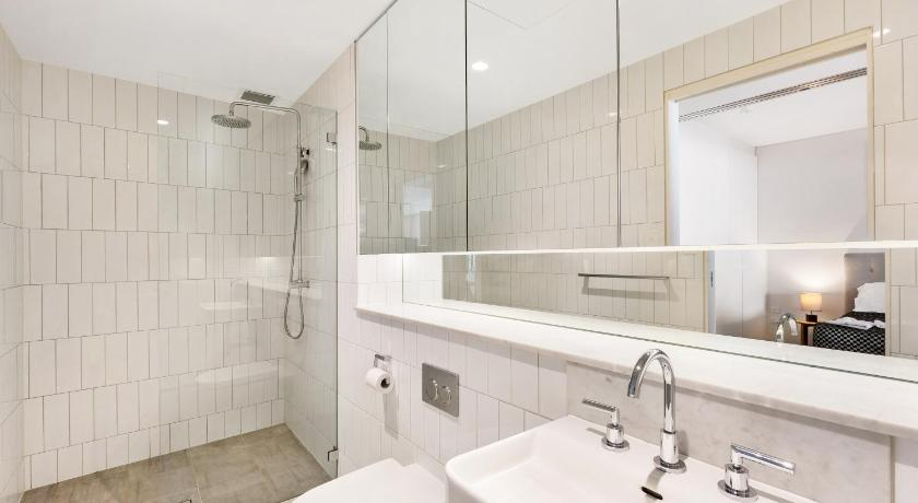 See all 29 photos Darlinghurst Fully Self Contained Modern 1 Bed Apartment (103FAR)