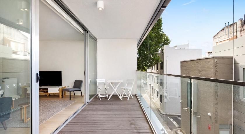 Balcony/terrace Darlinghurst Fully Self Contained Modern 1 Bed Apartment (103FAR)