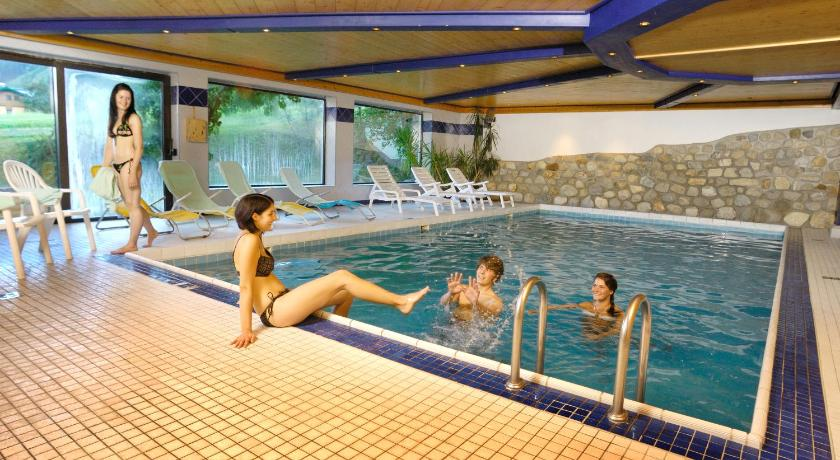 Swimming pool Hotel Hubertus