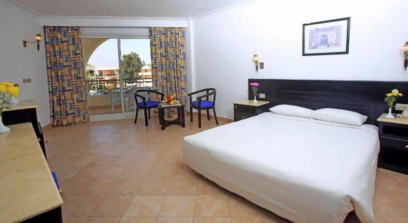 Standard Double Room with Garden View - Bed Labranda Club Makadi