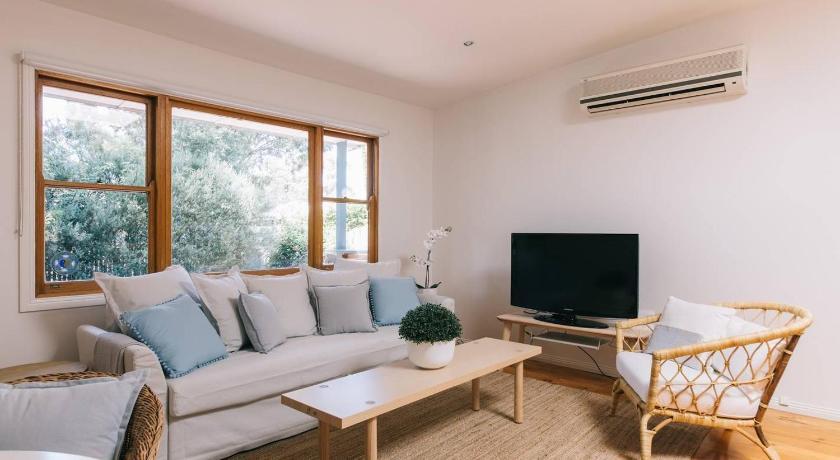 Three Bedroom Coastal Designer Retreat John Street Inverloch