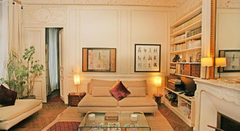 Large 2 Bedrooms Latin Quarter (338)
