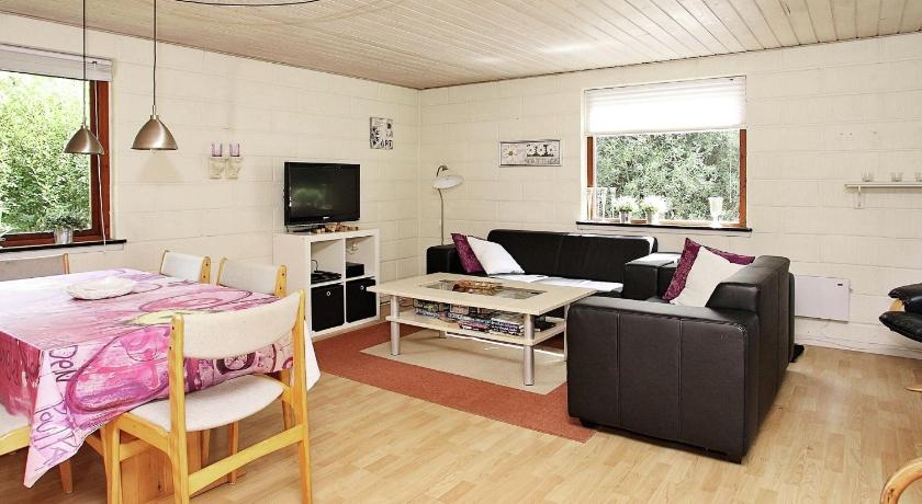 Three-Bedroom Holiday home in Jerup 4