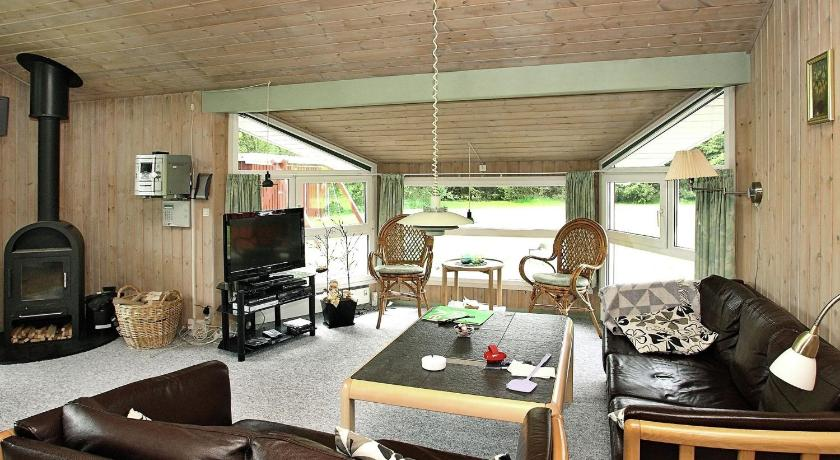 Three-Bedroom Holiday home in Jerup 6