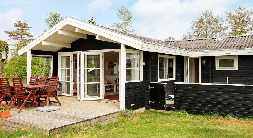 Three-Bedroom Holiday home in Ålbæk 57