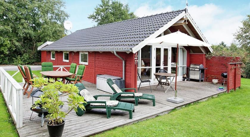 Two-Bedroom Holiday home in Glesborg 15