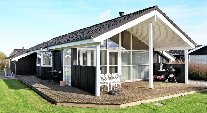 Two-Bedroom Holiday home in Otterup 1
