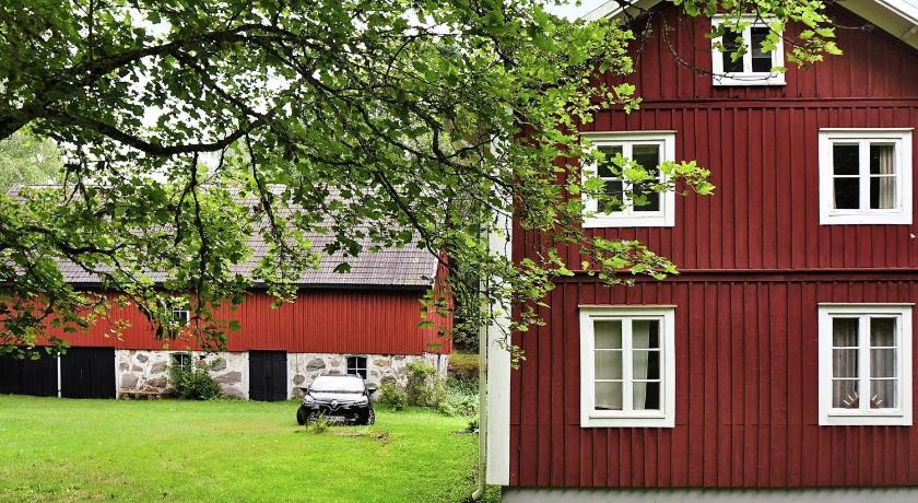Four-Bedroom Holiday home in Älmhult