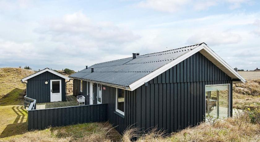 Two-Bedroom Holiday home in Fanø 13