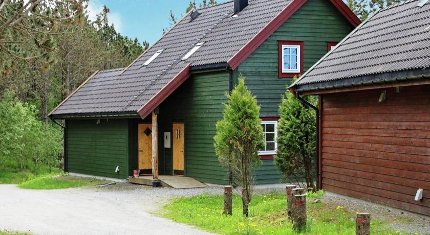 Five-Bedroom Holiday home in Bøvågen 1