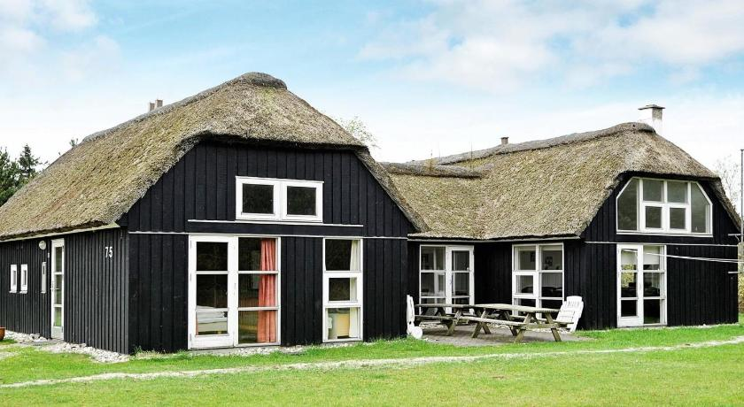 Four-Bedroom Holiday home in Blåvand 38