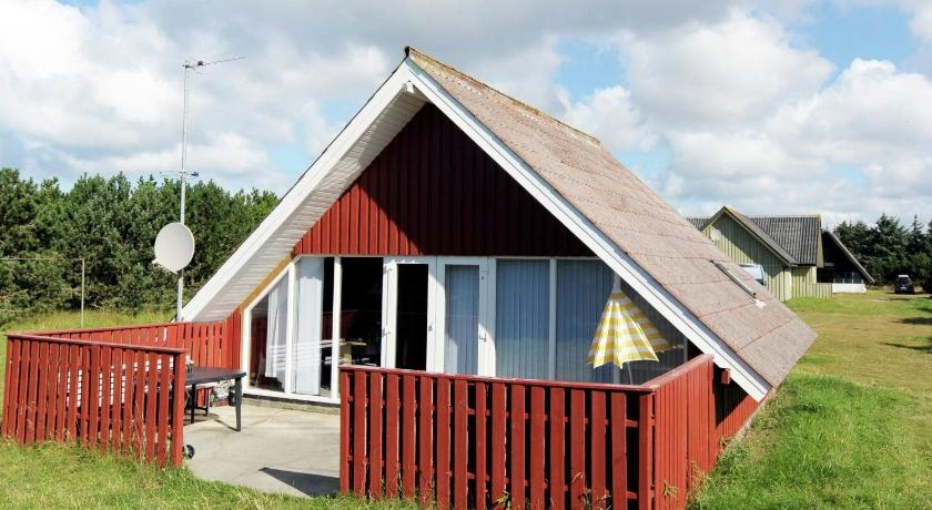 Two-Bedroom Holiday home in Blåvand 17