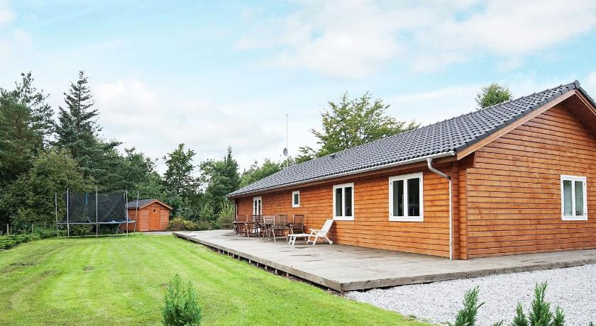 Four-Bedroom Holiday home in Fårvang 3