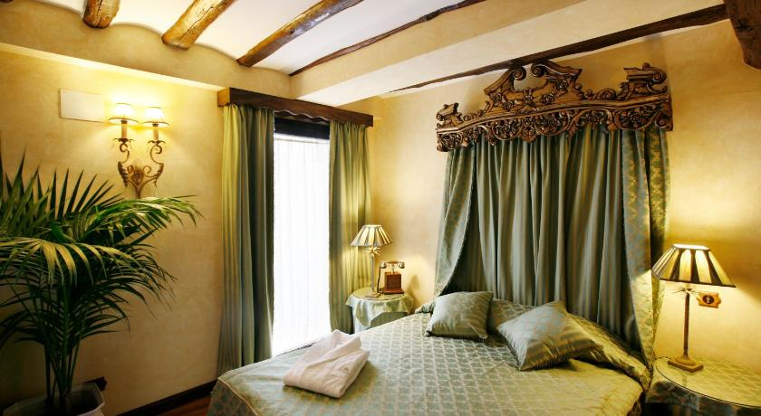 habitaciones con cama dosel en La Rioja  Imagen 48