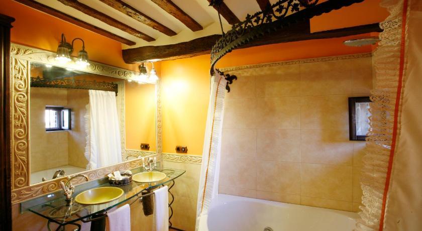 habitaciones con cama dosel en La Rioja  Imagen 43