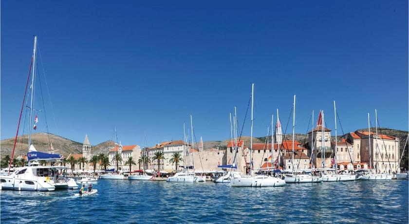 Studio Apartment Trogir with Sea View 4