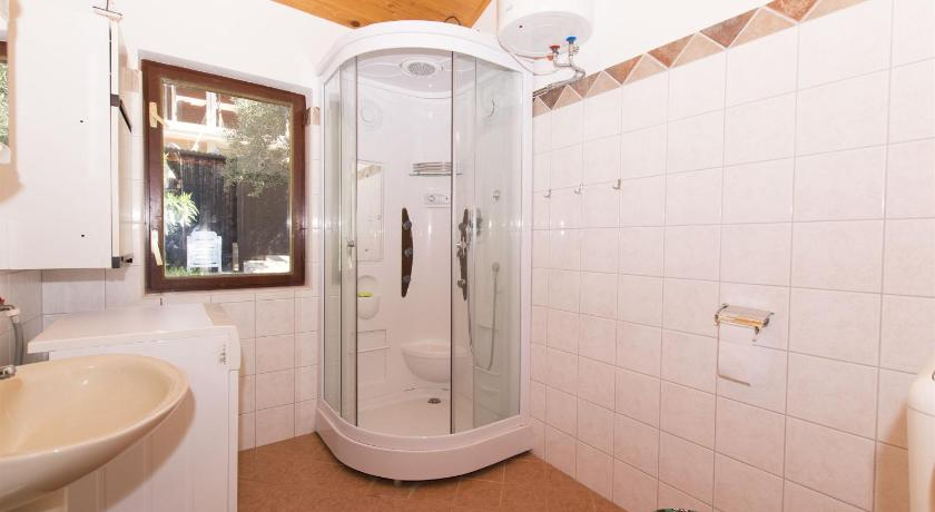 Two-Bedroom Holiday Home - Bathroom House Silvestra