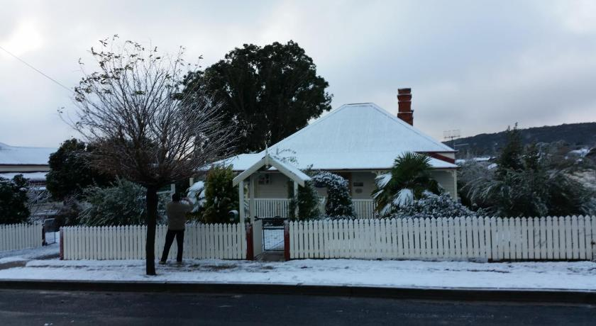 Tenterfield Historic c1895 Cottage