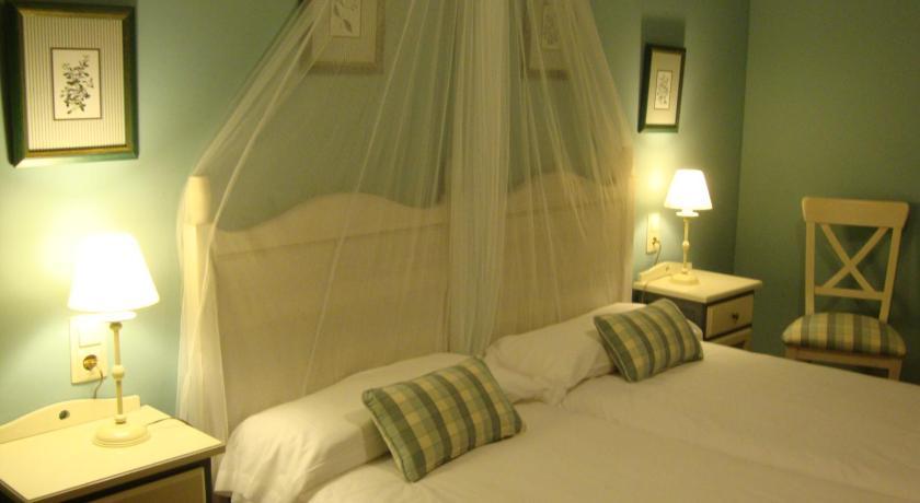 hoteles con encanto en ráfales  15