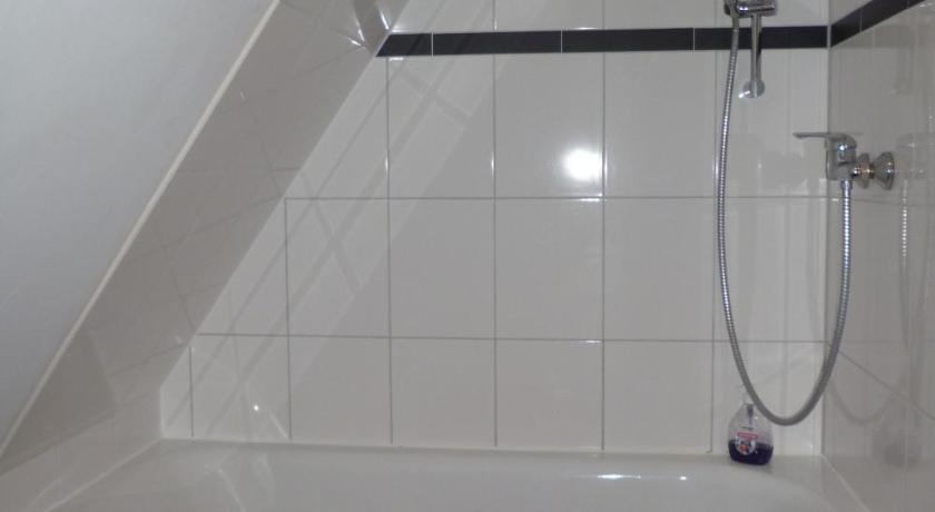 Bathroom Haus Des Handwerkers. Bathroom