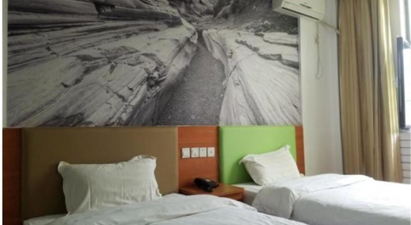 Triple Room Linyi Jiahe Business Hotel