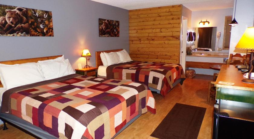 Deluxe Queen Room with Two Queen Beds The Lookout Lodge