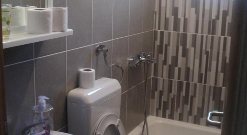 Comfort Single Room with Balcony Hostel Centar I