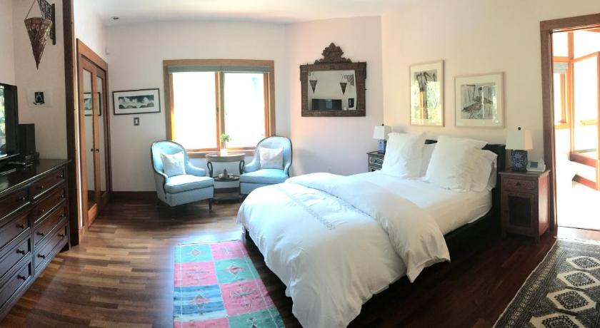 Double Room with Private Bathroom East Hampton Art House Bed and Breakfast