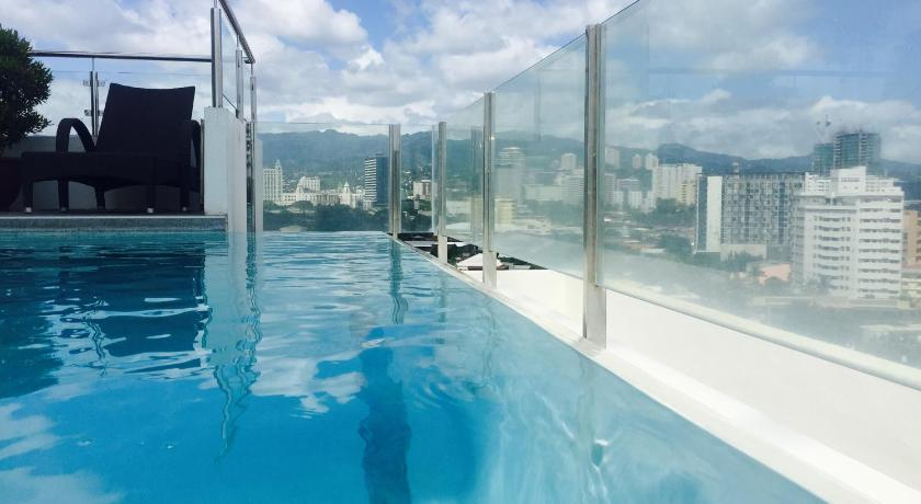 Swimming pool Condo with Great Views and Amenities