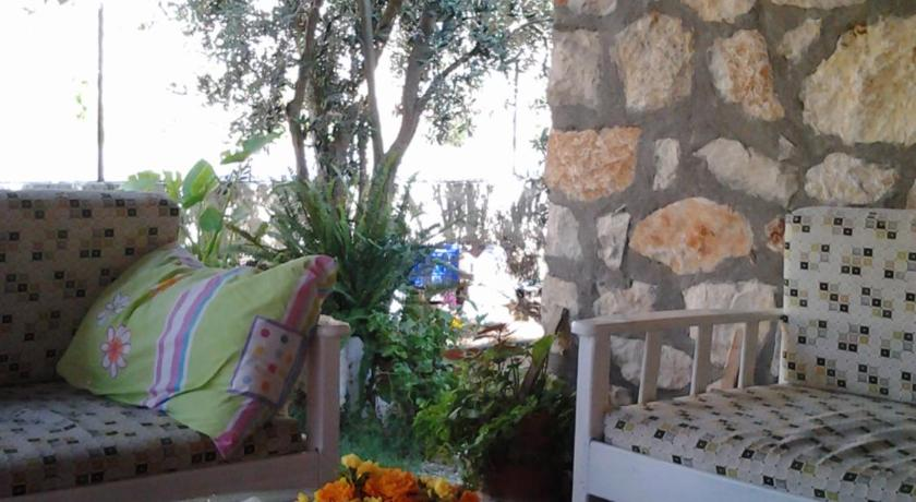 Balcony/terrace Akay Pension