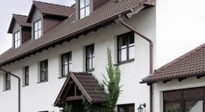 More about Pension & Gasthaus Kahren