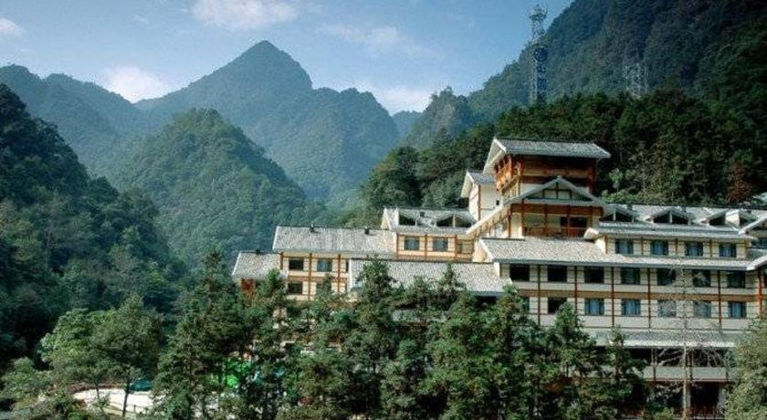 More about Longsheng Spa Hotel