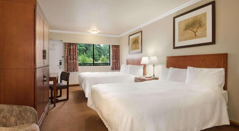 Guestroom Travelodge by Wyndham Vancouver Lions Gate