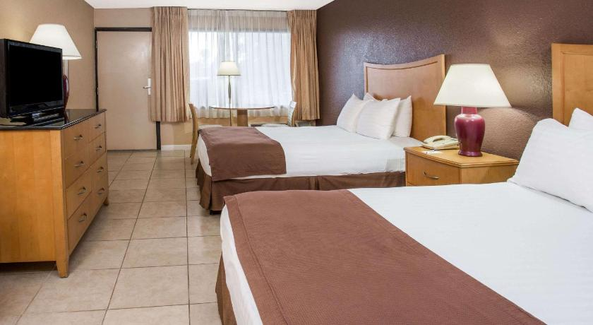 Guestroom Travelodge By Wyndham Deltona