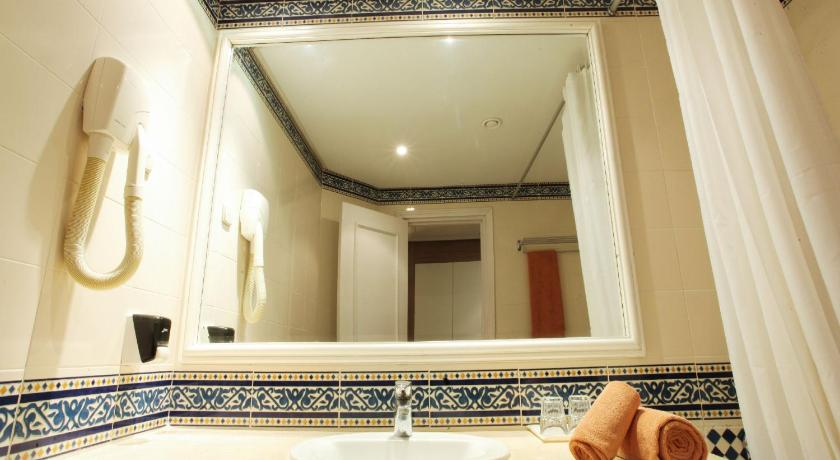 Double or Twin Room with Sea View - Bathroom Bellevue Park Hotel